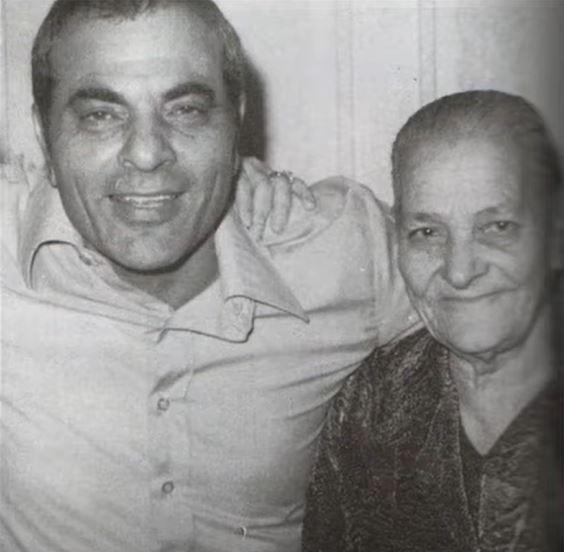 Ο Στέλιος Καζαντζίδης με τη μητέρα του, Γεσθήμανη