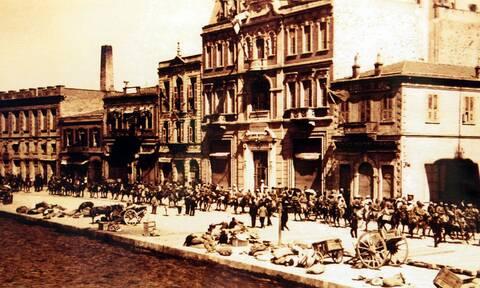 «Η Σμύρνη μάνα καίγεται» - Ο ματωμένος Αύγουστος του 1922 και η Μικρασιατική Καταστροφή