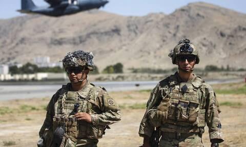 Καμπούλ - ΗΠΑ: Αυξήθηκαν στους 13 οι νεκροί στρατιωτικοί και στους 18 οι τραυματίες