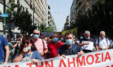 Медработники провели митинги в Афинах и Салониках против обязательной вакцинации