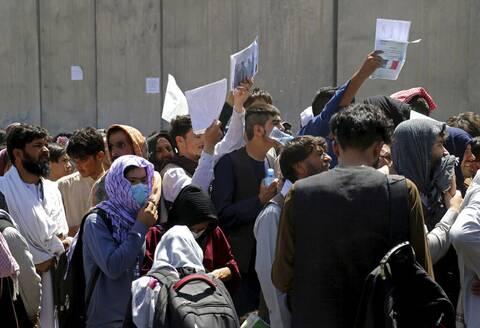 Χάος στο Αφγανιστάν: Πυροβολισμοί στην ανατολική πύλη του αεροδρομίου της Καμπούλ