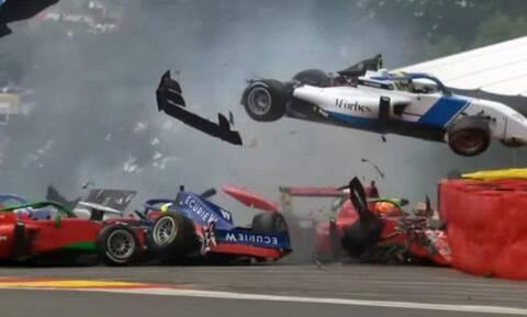 Σοκαριστικό ατύχημα σε αγώνα W Series στο Βέλγιο – Καραμπόλα έξι αυτοκινήτων (photos+video)
