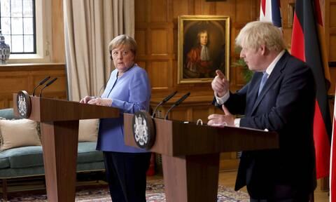 Συνομιλίες Μέρκελ - Τζόνσον για το Αφγανιστάν - Συμφωνία για χορήγηση βοήθειας