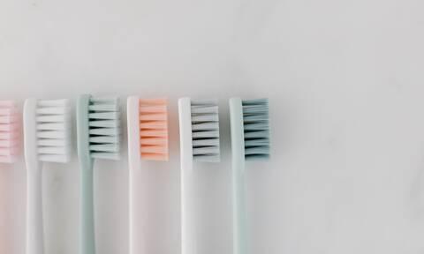 Πέντε χρήσεις της παλιάς σας οδοντόβουρτσας που δεν είχατε φανταστεί