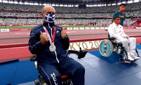 Παραολυμπιακοί Αγώνες: Η απονομή του μεταλλίου στον «ασημένιο» Θανάση Κωνσταντινίδη