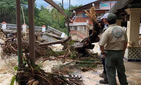 Μεξικό: Ο τυφώνας «Νόρα» πλήττει με σφοδρότητα την χώρα - Πλημμύρες και πτώσεις δέντρων