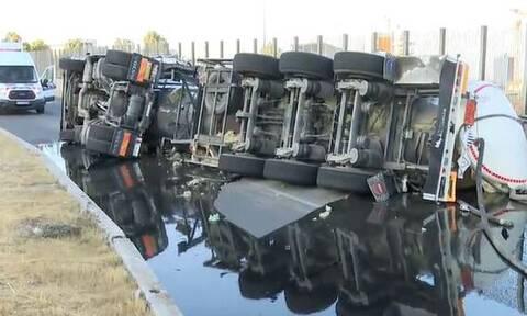 Ατύχημα με βυτιοφόρο στη Δραπετσώνα - Ο δρόμος γέμισε πετρέλαιο
