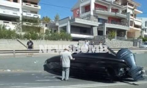 Απίστευτες σκηνές στη Χαλκίδα: Του έπεσε το σκάφος από το τρέιλερ του αμαξιού (pics)