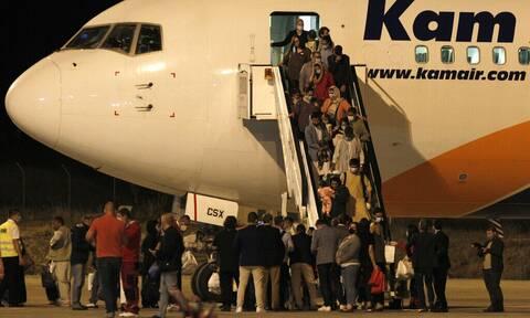 Έφθασαν στα Σκόπια οι πρώτοι 149 πρόσφυγες από το Αφγανιστάν