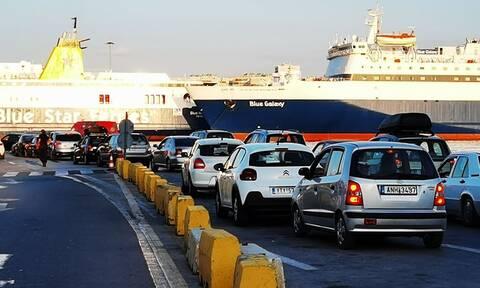 Κίνηση στο λιμάνι του Πειραιά: Επιστρέφουν πίσω στην Αθήνα οι τελευταίοι εκδρομείς του καλοκαιριού