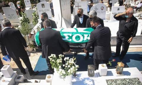 Άκης Τσοχατζόπουλος: Με το «Καλημέρα Ήλιε» και σημαία του ΠΑΣΟΚ το τελευταίο «αντίο»