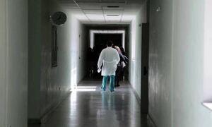 Единственный онколог больницы Лесбоса отказывается делать прививку и будет отстранен с 1 сентября