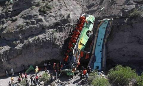 Νέα τραγωδία στο Περού: Τουλάχιστον 32 νεκροί στην πτώση λεωφορείου σε χαράδρα