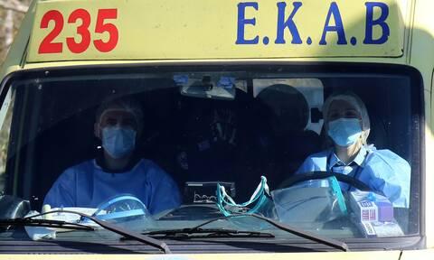 Σωματεία Εργαζομένων ΕΚΑΒ: Αυτοί που μας χειροκροτούσαν τώρα μας πετούν στο δρόμο