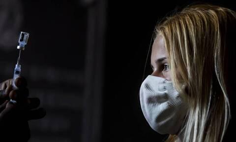 Κορονοϊός: Ο πλήρης εμβολιασμός μειώνει στο μισό τον κίνδυνο για μακρόχρονη νόσηση