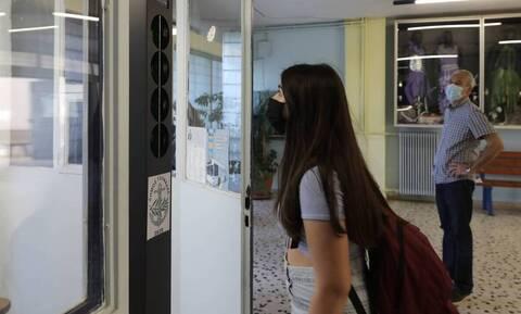 Σχολεία: Μια «ανάσα» από το πρώτο κουδούνι – Με ποια μέτρα θα επιστρέψουν οι μαθητές στα θρανία