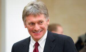 Песков заявил, что работа с обращениями на прямую линию с Путиным продолжается весь год