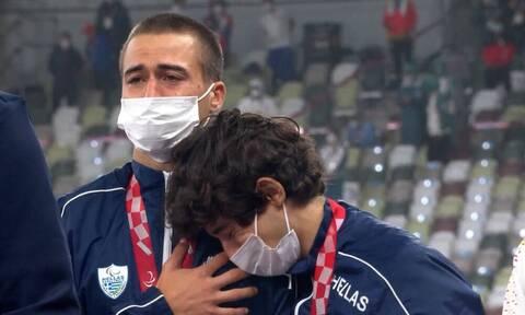 Παραολυμπιακοί Αγώνες: Συγκινητική στιγμή - Λύγισαν στο βάθρο Γκαβέλας και Γκαραγκάνης (pics+vid)