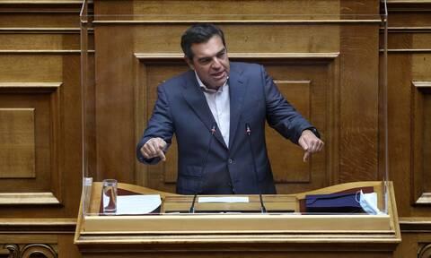 Επίθεση Τσίπρα από τη Βουλή: Ανασχηματισμός παρωδία, κυβέρνηση σε αποδρομή, Μητσοτάκης σε βέρτιγκο