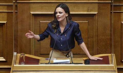 Βουλή - Αχτσιόγλου: Αυτά είναι τα ψέματα της Νέας Δημοκρατίας για το ασφαλιστικό