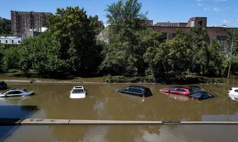 Φονική θεομηνία στις ΗΠΑ: Δεκάδες οι νεκροί από τις πλημμύρες λόγω «Άιντα»