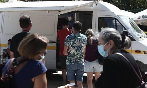 Βατόπουλος στο Newsbomb.gr: Χαοτική η κατάσταση με έναν ιό που μεταλλάσσεται - Πιθανά νέα μέτρα