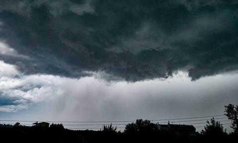 Καιρός: Ραγδαία επιδείνωση με πτώση θερμοκρασίας και καταιγίδες - Πώς θα κινηθεί η κακοκαιρία