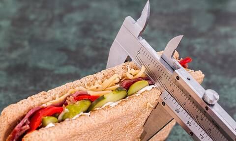 Πώς θα χάσουμε τα κιλά των διακοπών - H Διατροφολόγος Ευαγγελία Αυγεράκη εξηγεί στο Newsbomb.gr