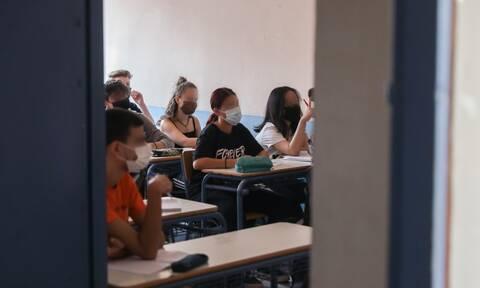 Σχολείο: Το πρώτο κουδούνι και ο φόβος για νέο γύρο... τηλεκπαίδευσης - Τι λένε μαθητές στο Newsbomb