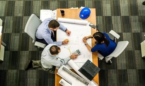 Εργασιακό: Έρχονται αλλαγές σε υπερωρίες, απολύσεις και εργασία την Κυριακή