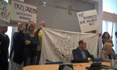 Σλοβενία: Εισβολή αρνητών του κορονοϊού στο στούντιο της δημόσιας τηλεόρασης