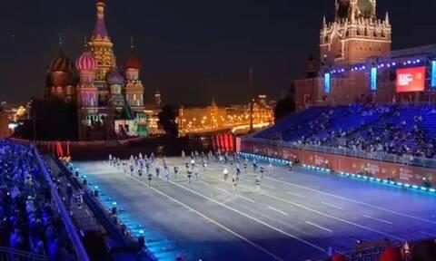 Βίντεο: Εκδήλωση τιμής προς τον Μίκη Θεοδωράκη στην Κόκκινη Πλατεία της Μόσχας