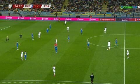 Προκριματικά Παγκοσμίου Κυπέλλου: «Ντου» φιλάθλου και διακοπή στο Ουκρανία – Γαλλία (video)