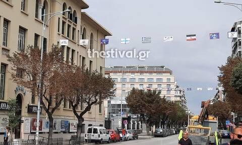 ΔΕΘ 2021: Η Θεσσαλονίκη «ντύθηκε» με σημαίες της Ελληνικής Επανάστασης του 1821