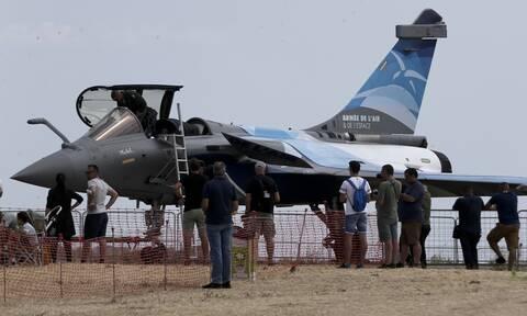 Rafale: «Au revoir» στην Ελλάδα από τα γαλλικά μαχητικά με πτήση πάνω από την Ακρόπολη