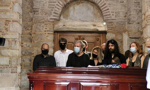 Λαïκό προσκύνημα Θεοδωράκης