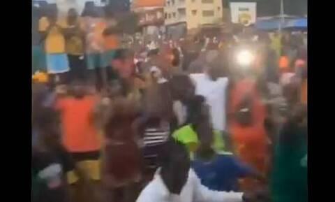 Τρομακτικές σκηνές: Η αποστολή του Μαρόκου φυγαδεύεται από τη Γουινέα μετά το πραξικόπημα (videos)