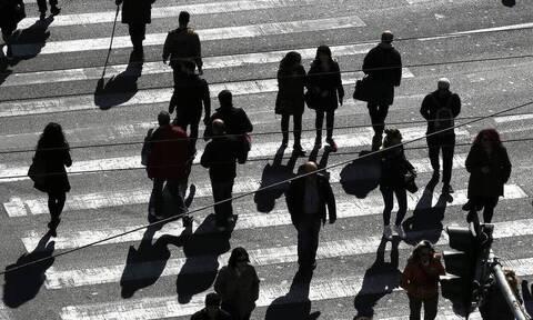 Διπλή αύξηση το 2022 για τους μισθωτούς του ιδιωτικού τομέα