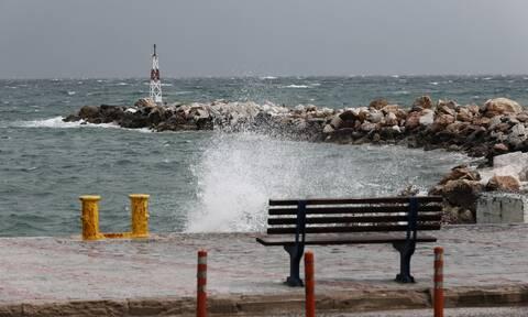 Καιρός: Προσοχή στους ισχυρούς ανέμους στην Αττική και το Αιγαίο – Πού θα έχει ριπές έως 11 μποφόρ
