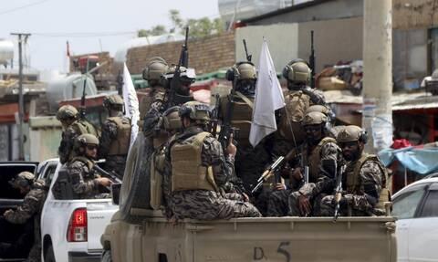 Αφγανιστάν: Ένταση και πανικός στην Καμπούλ – Προειδοποιητικά πυρά σε διαδήλωση