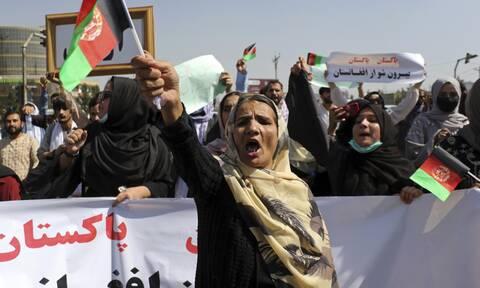 Χιλιάδες διαδηλωτές στους δρόμους της Καμπούλ: Προειδοποιητικά πυρά από τους Ταλιμπάν