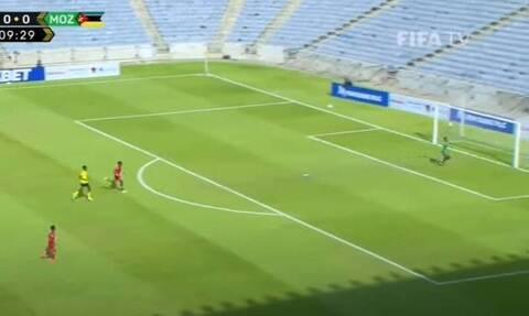 Το γκολ που έγινε viral! Τα έκαναν όλα λάθος οι παίκτες της Μοζαμβίκης (video)