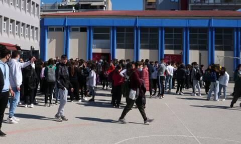 Σχολεία-Γκάλοπ: Συμφωνείτε με τo να μένουν ανοικτά τα τμήματα μέχρι να νοσήσει το 50%+1 των μαθητών;