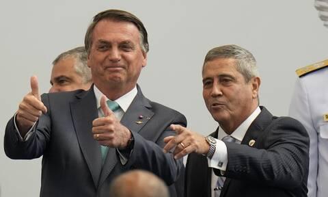 Μπολσονάρο: «Μόνο ο Θεός μπορεί να με απομακρύνει από την εξουσία» λέει ο πρόεδρος της Βραζιλίας