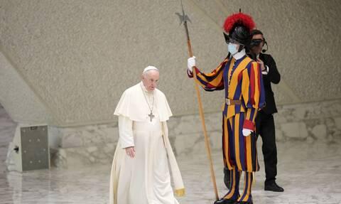 Ιταλία: Ο Πάπας Φραγκίσκος μοίρασε 15.000 παγωτά σε κρατούμενους στη Ρώμη