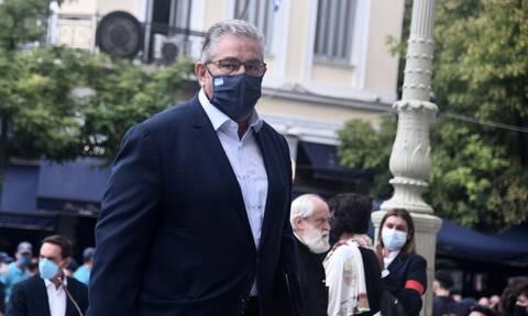 """Κουτσούμπας για Μίκη Θεοδωράκη: «Στο φέρετρό σου σηκώνεται """"κι αντριεύει και θεριεύει"""" η Ελλάδα»"""