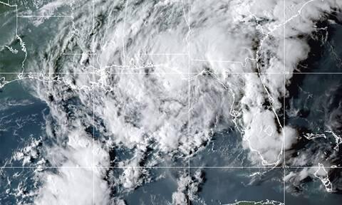 ΗΠΑ: Η τροπική καταιγίδα Μίντι έφθασε πάνω από τη Φλόριντα