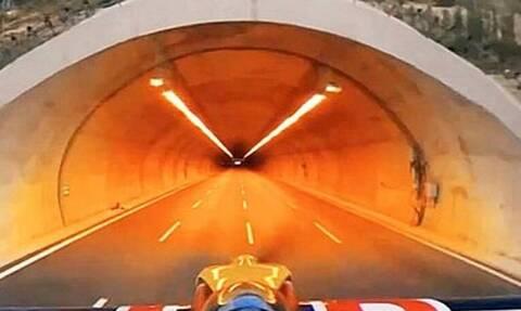 Πιλότος πέρασε το αεροπλάνο μέσα από τούνελ! (vid)