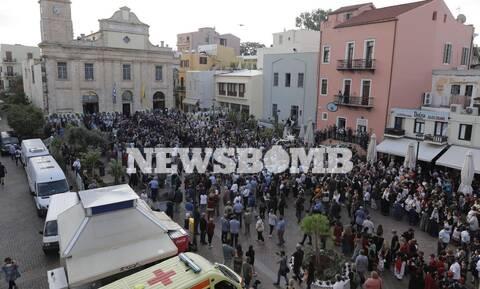 Μίκης Θεοδωράκης: Το Newsbomb.gr στα Χανιά - Κλίμα συγκίνησης στη Δημοτική Αγορά