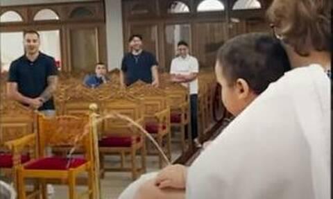 Ποιος «βαφτίζει» ποιον; «Aτύχημα» που έγινε viral σε βαφτίσια Ελληνόπουλου στη Νέα Υόρκη